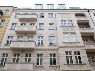 KPS_L Apartment renovation in Fshain, Berlin Case classiche di RARE Office Classico