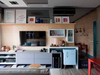 现代客厅設計點子、靈感 & 圖片 根據 Juliana Pippi Arquitetura & Design 現代風