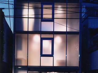 ウナギの寝床状敷地の家 モダンな 家 の スタジオ4設計 モダン