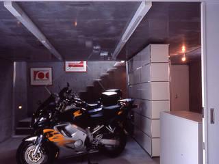 Garasi Modern Oleh スタジオ4設計 Modern