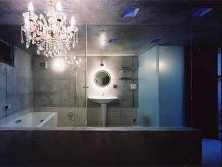 都心商店街の一角にある狭小住宅 モダンスタイルの お風呂 の スタジオ4設計 モダン