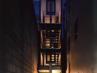 都心商店街の一角にある狭小住宅 モダンな 家 の スタジオ4設計 モダン