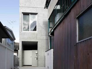 水盤のある都市型コンクリート住宅 モダンな 家 の スタジオ4設計 モダン