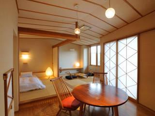 Hôtels de style  par TAKA建築設計室