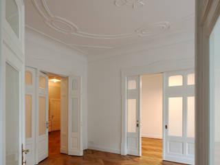 Stadtwohnung in Berlin Klassische Esszimmer von Eingartner Khorrami Architekten BDA Klassisch