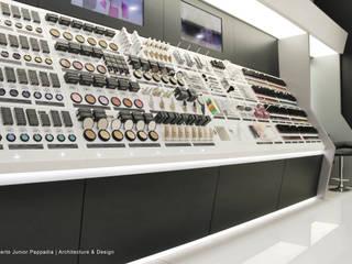 esposizione dei prodotti.: Negozi & Locali commerciali in stile  di Studio Architettura Pappadia