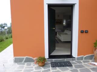 Casa degli ulivi, vivere fra terra a mare. Moneglia (Genova) Ingresso, Corridoio & Scale in stile eclettico di BaBo Design - Barbara Sabrina Borello Eclettico