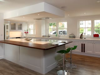 Stylish kitchen in Hertfordshire. Modern Kitchen by John Ladbury and Company Modern