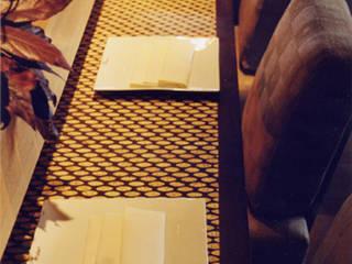 detail of custom made mosaic: Restaurants de style  par Matahati