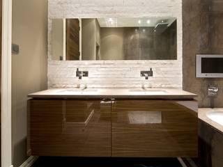 Baños de estilo  de Simply Italian, Moderno