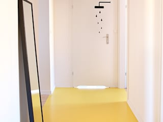 Minimalist corridor, hallway & stairs by PB/STUDIO Minimalist