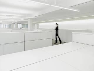 Kurt Salmon Associates in Düsseldorf Minimalistische Bürogebäude von ern+ heinzl Architekten Minimalistisch