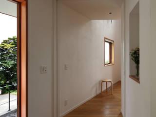 長浜信幸建築設計事務所 Ingresso, Corridoio & Scale in stile scandinavo