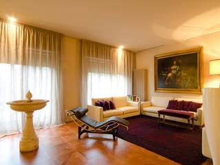Arredare una villa per uso abitativo e lavorativo Soggiorno classico di Darchitettura Classico