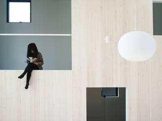 Ruang Keluarga Modern Oleh JMA(Jiro Matsuura Architecture office) Modern