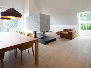 Penthouse B destilat Design Studio GmbH Moderne Esszimmer