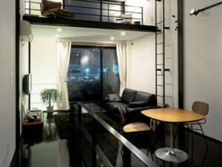 Salones de estilo moderno de 有限会社アルキプラス建築事務所 Moderno