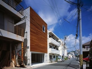 Modern houses by 有限会社アルキプラス建築事務所 Modern