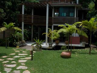 ARQdonini Arquitetos Associados Case in stile tropicale