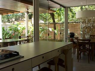 by ARQdonini Arquitetos Associados Tropical