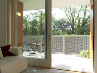 Appartamento a Segrate bdastudio Balcone, Veranda & Terrazza in stile minimalista