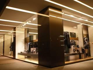 Boutique a Riccione - luxury design Negozi & Locali commerciali moderni di Darchitettura Moderno
