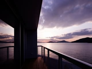 Modern balcony, veranda & terrace by 有限会社アルキプラス建築事務所 Modern