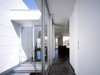 Jardines de estilo moderno de 有限会社アルキプラス建築事務所 Moderno