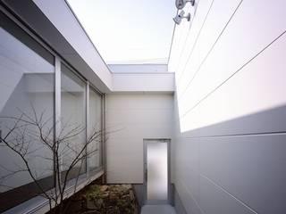 โดย 有限会社アルキプラス建築事務所 โมเดิร์น