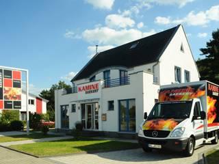 Ausstellung KAMINE SAEKERT direkt an der A10 und der B1 Moderne Geschäftsräume & Stores von Kamine Saekert Modern