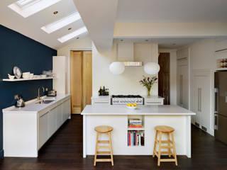 Linear kitchen by Harvey Jones Minimalistische Küchen von Harvey Jones Kitchens Minimalistisch