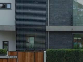 Aussen Detail: moderne Häuser von Stuart Stadler Architekten VfA