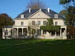 Restaurierung, Umbau und Modernisierung einer musealen Villa Klassische Häuser von Atelier von Wecus Klassisch