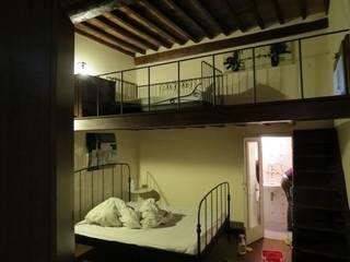Camera da letto:  in stile  di ALESSANDRA FiORASI
