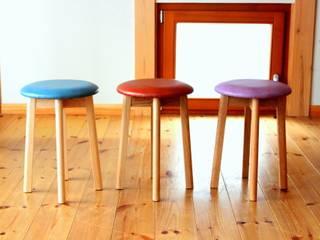 round stool: trusty wood worksが手掛けたダイニングルームです。