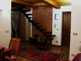 Pasillos, vestíbulos y escaleras de estilo rústico de Studio di Progettazione Arch. Tiziana Franchina Rústico