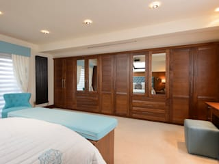 Mr & Mrs Swan's Bespoke Walnut Bedroom Room Klassische Schlafzimmer