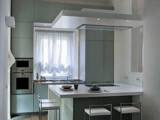 abitazione con terrazzo  - Milano: Cucina in stile in stile Minimalista di luca bianchi architetto
