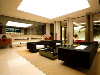 Ruang Keluarga oleh NEED21 ASSOCIATES, Asia