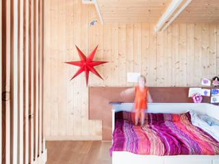 Minimalistyczna sypialnia od paolo carlesso architetto Minimalistyczny