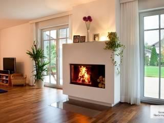 Heizkamine:  Wohnzimmer von Vereinigte Riederinger Hafnerei GmbH