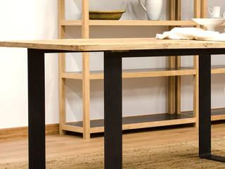 Mesa de madera maciza aliso y pletina de acero: Comedor de estilo  de Cube Deco