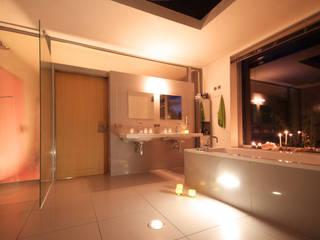 Baños de estilo moderno de FLOW.Architektur Moderno