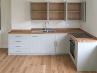 The Railway Tavern Kitchen Minimalist kitchen by NAKED Kitchens Minimalist