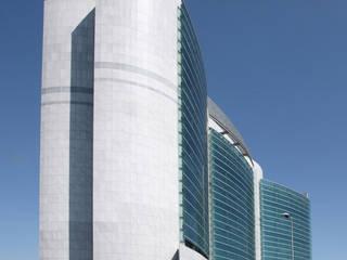 Torre L - prospetto su strada: Case in stile in stile Moderno di P.R.P. srl