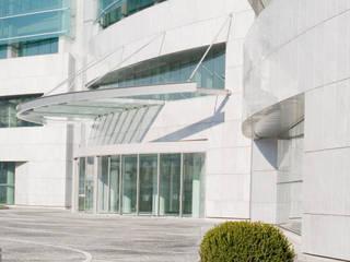 Torre L - vista ingresso: Case in stile in stile Moderno di P.R.P. srl