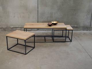 Consolas y mesas auxiliares:  de estilo industrial de Cube Deco, Industrial