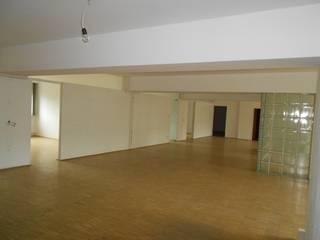 Lo spazio generale prima dell'intervento:  in stile  di Timespace