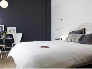 Affittacamere ACL: Camera da letto in stile  di Dair Architetti Associati