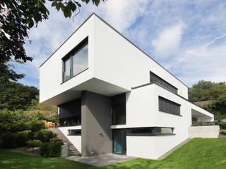 Neubau Architektenhaus: moderne Häuser von FLOW.Generalunternehmer